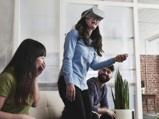 Die Oculus Go ist eine soziale VR-Brille mit der Möglichkeit sich virtuell mit anderen zu treffen.