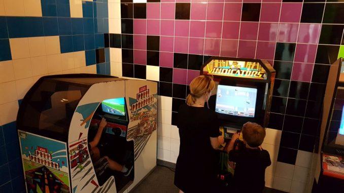 Im Computerspielemuseum lassen sich viele Arcade-Automaten anspielen.